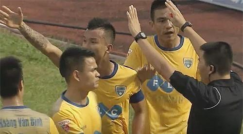 Thanh Hoá phản ứng trọng tài khi không được công nhận bàn thắng