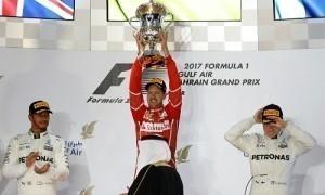 Hamilton bị phạt, Vettel chiến thắng ở chặng đua Bahrain