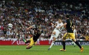 Ronaldo lập hat-trick, Real đặt một chân vào chung kết Champions League