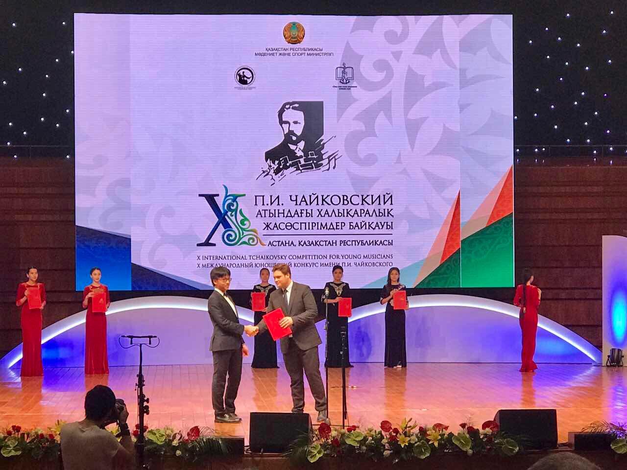 Trò cưng của Bùi Công Duy đoạt giải cuộc thi Tchaikovsky dành cho lứa tuổi trẻ lần thứ X