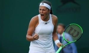 Ostapenko nối gót Halep, vào vòng hai Wimbledon