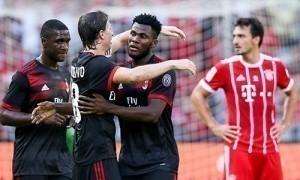 Milan đè bẹp Bayern trong ngày Bonucci trình làng