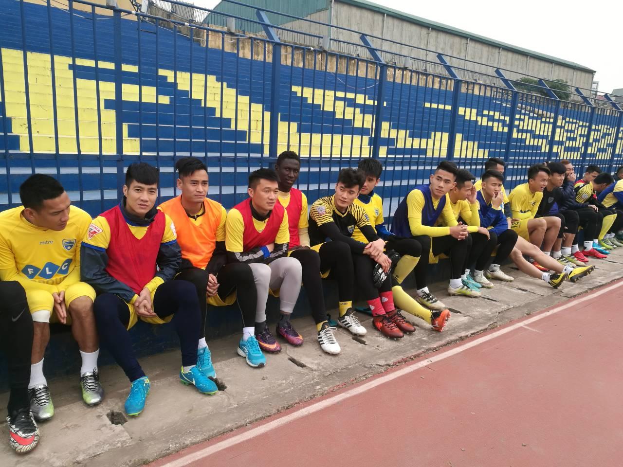 Bùi Tiến Dũng tập luyện tích cực cùng đồng đội, chuẩn bị đối đầu đội bóng Philippines