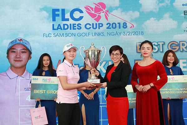 Golfer 17 tuổi người Hàn Quốc vô địch giải golf nữ đầu tiên của tập đoàn FLC