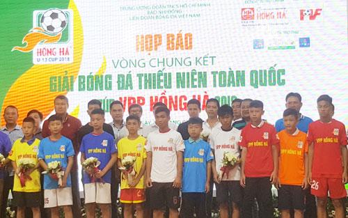Sôi động Giải bóng đá Thiếu niên toàn quốc Cúp VPP Hồng Hà 2018