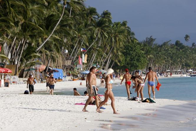 Tổng thống Duterte dọa đóng cửa đảo Boracay vì hôi thối