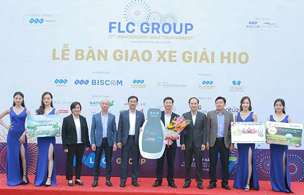 """Trao 8 xế sang Mercedes cho golfer đạt HIO: Tập đoàn FLC làm """"dậy sóng"""" cộng đồng golf Việt Nam"""