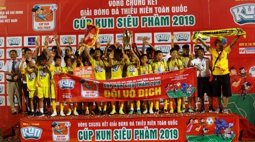 VCK giải Thiếu niên TQ – Cúp Kun siêu phàm 2019: Chủ nhà U13 SLNA lên ngôi thuyết phục
