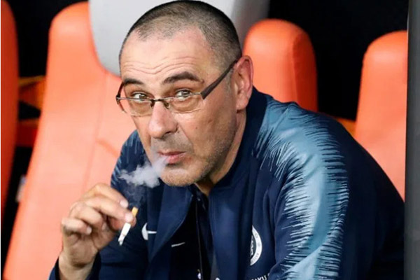 BLĐ Juve sôi tiết vì Sarri vẫn phì phèo thuốc lá