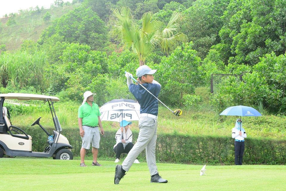 Đoàn Uy lần đầu vô địch giải FLC Hanoi Junior Golf Tour 2019 với điểm số kỷ lục