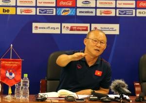 HLV Park Hang Seo tiết lộ lý do không triệu tập Văn Quyết