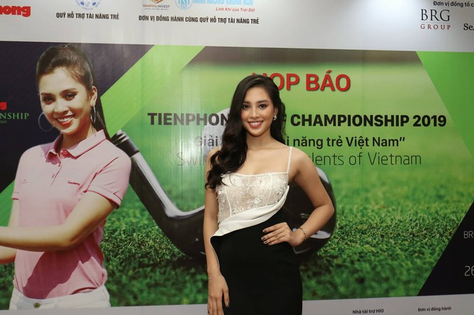 Hoa hậu Việt Nam Trần Tiểu Vy là đại diện hình ảnh của giải Tiền Phong Golf Championship 2019