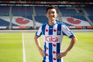 Văn Hậu mang áo số 15 ở CLB SC Heerenveen của Hà Lan