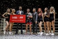 Nguyễn Trần Duy Nhất thắng knockout ấn tượng đối thủ người Malaysia Azwan