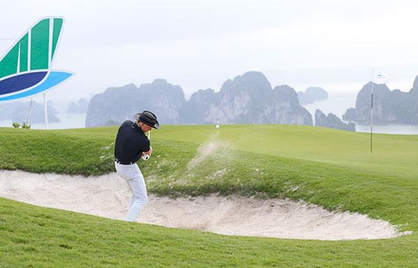 Đại sứ Du lịch Việt Nam Greg Norman chơi golf tại FLC Halong