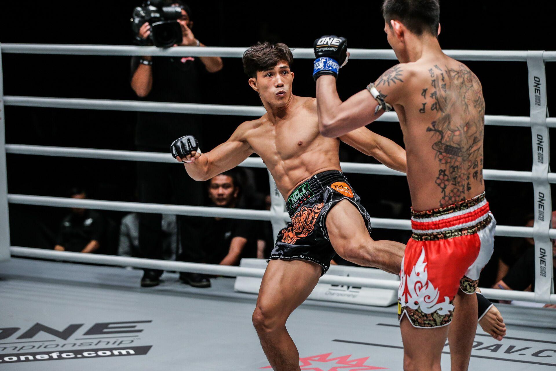 """""""Độc cô cầu bại"""" Nguyễn Trần Duy Nhất tiếp tục thể hiện phong độ ấn tượng trên sàn đấu ONE Championship"""