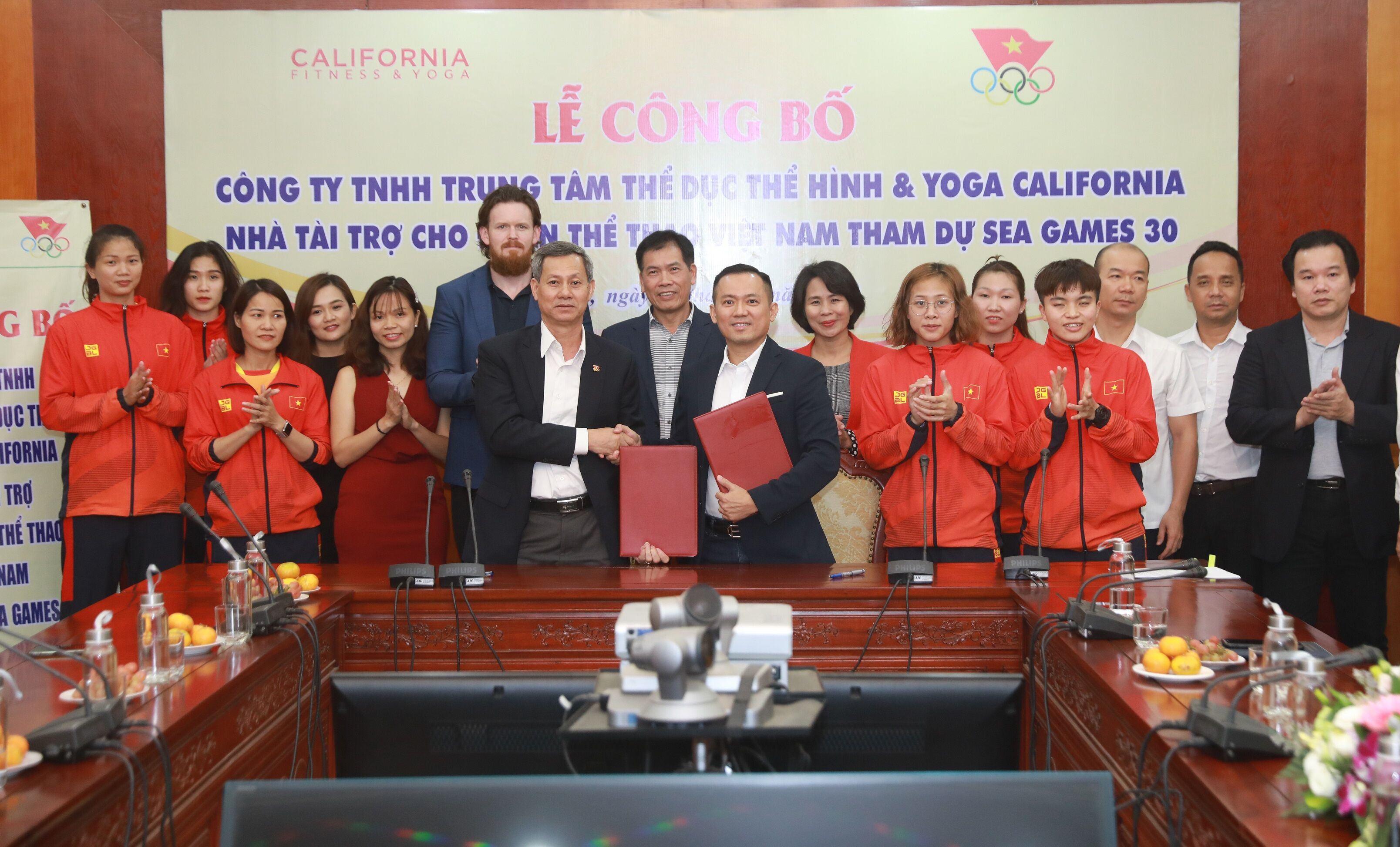 Đoàn thể thao Việt Nam nhận tài trợ trước ngày xuất quân cho SEA Games 30