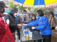 Thành Đoàn Hải Dương tổ chức phát khẩu trang miễn phí cho người dân trên địa bàn thành phố
