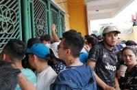 CĐV Thành Nam đã chen lấn, xô đẩy để mua vé theo dõi trận đấu giữa Nam Định và HAGL.