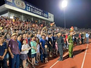 CLB bóng đá Hồng Lĩnh Hà Tĩnh chỉ bị phạt 15 triệu đồng sau sự cố vỡ sân