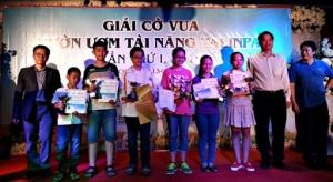 ĐKTQT Nguyễn Văn Huy nhận học bổng
