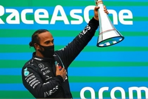 Lewis Hamilton giành chiến thắng thứ ba liên tiếp tại chặng đua F1 Hungarian Grand Prix