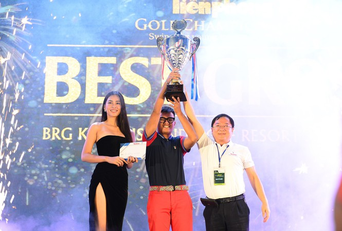 Golfer 17 tuổi, Nguyễn Nhất Long vô địch giải Tiền Phong Golf Championship 2020