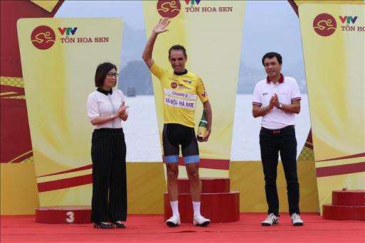 Chặng 2 giải xe đạp VTV Cúp Tôn Hoa Sen 2020: Ngoại binh nhất chặng, áo vàng đổi chủ.